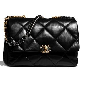 ISO Chanel Maxi Flap Bag in Black